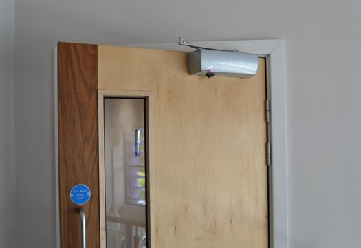 Salamander radio controlled fire door closer