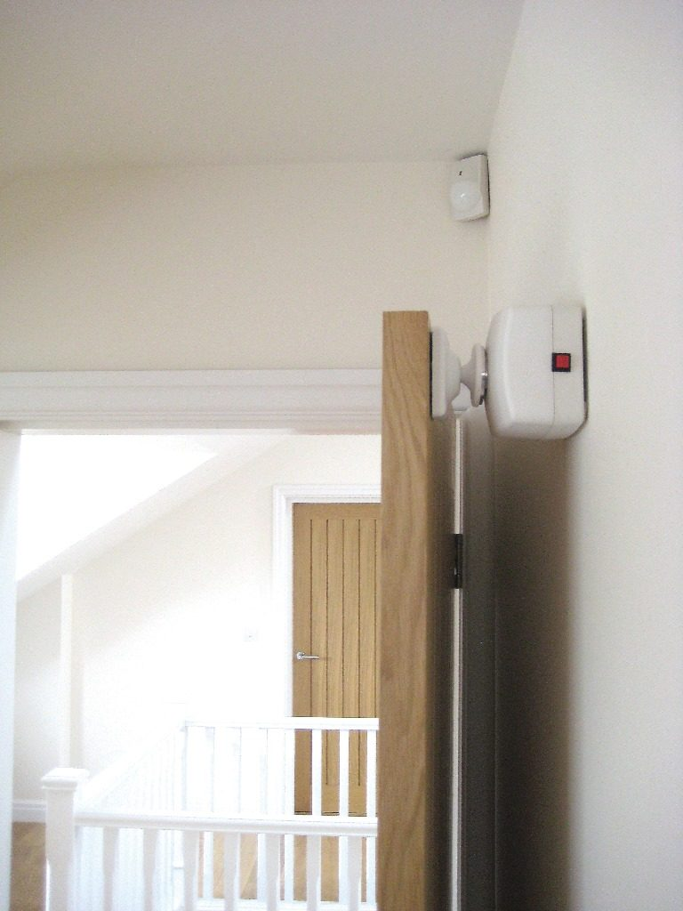 Salamander radio controlled fire door holder